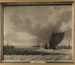 Zeilschepen in een brede riviermonding