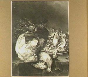 Stilleven van een patrijs, een snip, een mand met gevogelte en een stok met zangvogels