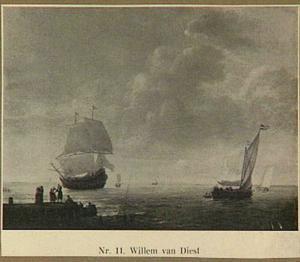 Schepen voor de kust, links in de voorgrond een aanlegsteiger
