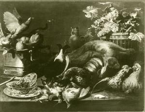 Een stillleven met jachtbuit, levend gevogelte en fruit op een tafel