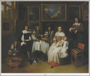 Portret van mannen en vrouwen met twee kinderen in een met schilderijen gestoffeerd interieur