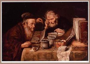 Twee geldwisselaars aan een tafel
