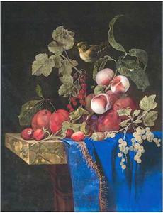 Stilleven van vruchten, met een vink, op een deels gedekte marmeren tafel