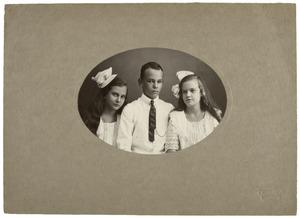 Portret van Johan Lakke (?-?), Hetty Lakke (?-) en Cornelia Lakke (?-?)