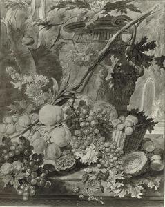 Vruchten in en rond een rieten mand voor een vaas met ranken, voor een landschap, rechts een fontein