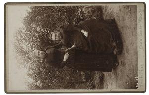 Portret van Carolina Christina Thämer (1836/1837-1912) en Maria Sophia Louise Lanen (1872-1943)