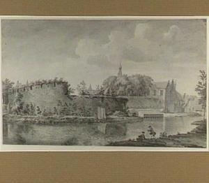 Gezicht op stadswal met vervallen fortificaties en vissende figuren