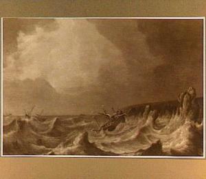 Schip in moeilijkheden voor een rotsachtige kust