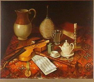 Stilleven met viool en fluit, muziekboek en penning, vaatwerk en een boek op een oosters kleed