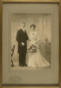 Trouwfoto van Hendrik Arnoldus van Walen (1884-1965) en Margaretha Jurrjens (1882-1863)
