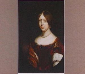 Portret van een vrouw, te halven lijve met een laag uitgesneden jurk