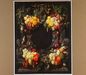 Vruchtentrossen rond een stenen cartouche