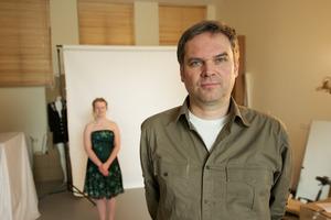 Portret van Ruud van Empel in zijn atelier