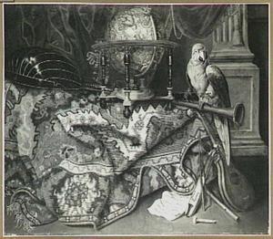 Stilleven van globe, muziekinstrumenten en papegaai  op een met een oosters kleed bedekte tafel