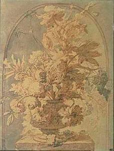 Bloemstilleven in een vaas op een piëdestal in een nis