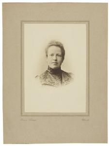 Portret van Jeannette Henriette Broers (1867-1918)