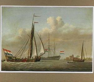 Hollandse schepen voor de kust; rechts een fort