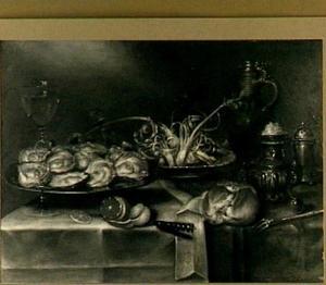 Stilleven met oesters, wijnglas, kruik, zoutvat en brood