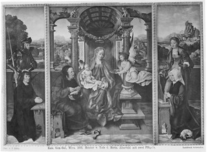De H. Joris of Adrianus met stichter (links), de Heilige Familie met een engel (midden), de H. Catharina met stichtster (rechts)