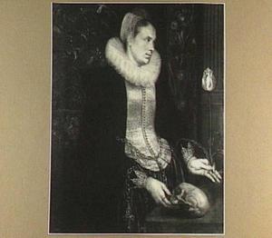 Portret van een dame met een tulp en een schedel