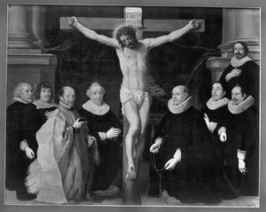 Christus aan het kruis omringd door een pastoor, mogelijk Jan Mijtens, en provoosten van het Grote Begijnhof te Brussel