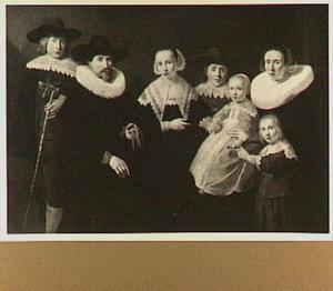 Groepsportret van een onbekende familie