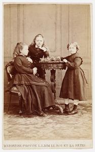 Portret van Elisabeth Judith Six (1859-1917), Anna Maria Six (1861-1928) en Charlotte Gertrude Six (1864-1912)