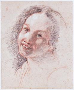 Kop van een lachende jonge vrouw