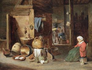 Slapende oude vrouw in een boerderij bij een stilleven van keukengerei en twee boeren in de achtergrond bij een haardvuur