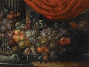 Vruchtenfestoen  met klassieke zuil en rode draperie