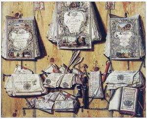 Documenten en een almanak op een houten wand