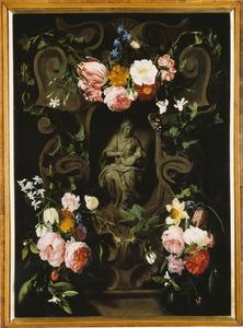 Gebeeldhouwde cartouche versierd met bloemen rondom een voorstelling van Maria met het Christuskind