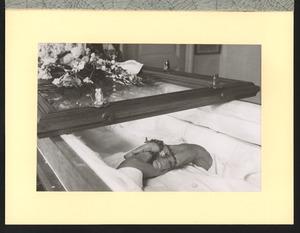 Jan Toorops handen na zijn overlijden en daags voor de begrafenis in Toorops huis Van Merlenstraat 124, Den Haag