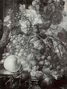 Bloemen en vruchten op een plint voor een zuil