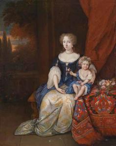 Portret van een vrouw met haar kind bij een tafel met een oosters tafelkleed