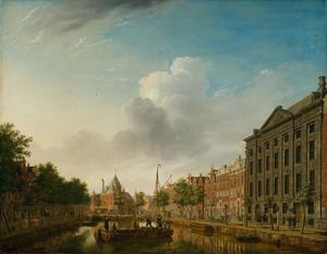 De Kloveniersburgwal in Amsterdam met uitzicht op de St. Anthoniuswaag