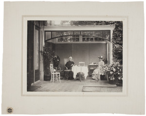 Portret van Henriette Wilhelmine van de Poll (1829-1909) en Clara Catharina van de Poll (1855-1943)