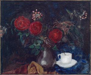 Stilleven met vaas met bloemen en wit kopje