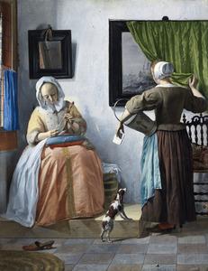 Brieflezende vrouw en een dienstmeid in een interieur