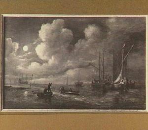 Rivierlandschap bij maanlicht met in de voorgrond vissers die hun netten binnenhalen