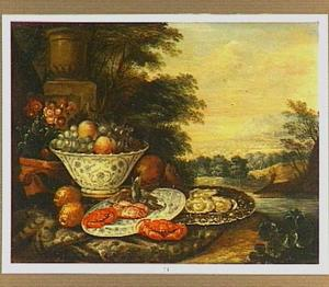 Stilleven met een porseleinen schaal en schotel en een gedreven zilveren schotel met oesters in een landschap