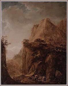 Berglandschap met reizigers onderweg, in de verte besneeuwde bergtoppen