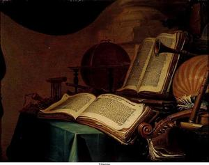 Stilleven met boeken, muziekinstrumenten en een globe
