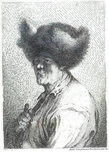 Een man met een grote bontmuts