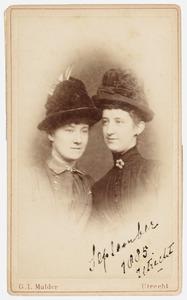 Portret van Sophie Marie Henriette barones van Ittersum (1867-1932) en Sophie Charlotte Ameshoff (1867-1954)