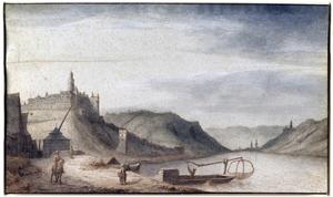 Gezicht op Burg Rheinfels vanuit het zuiden, met wat huizen van het dorp St. Goar en een kraan op de voorgrond