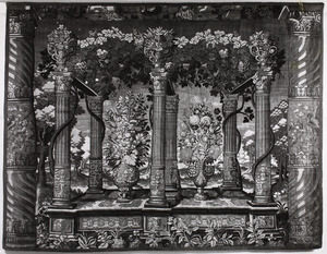 Dubbele pergola van zes pilaren in een landschap