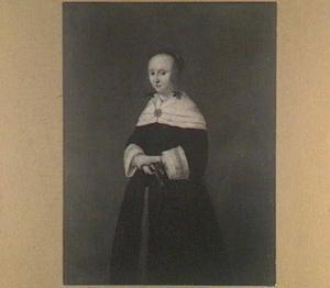 Portret van een vrouw met een waaier