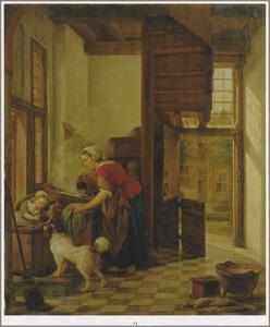 Keukeninterieur met een kind in een kinderstoel en een wassende keukenmeid