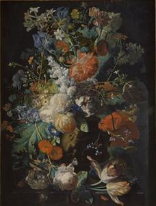 Bloemstilleven in een vaas, versierd met putti, op een marmeren blad voor een nis